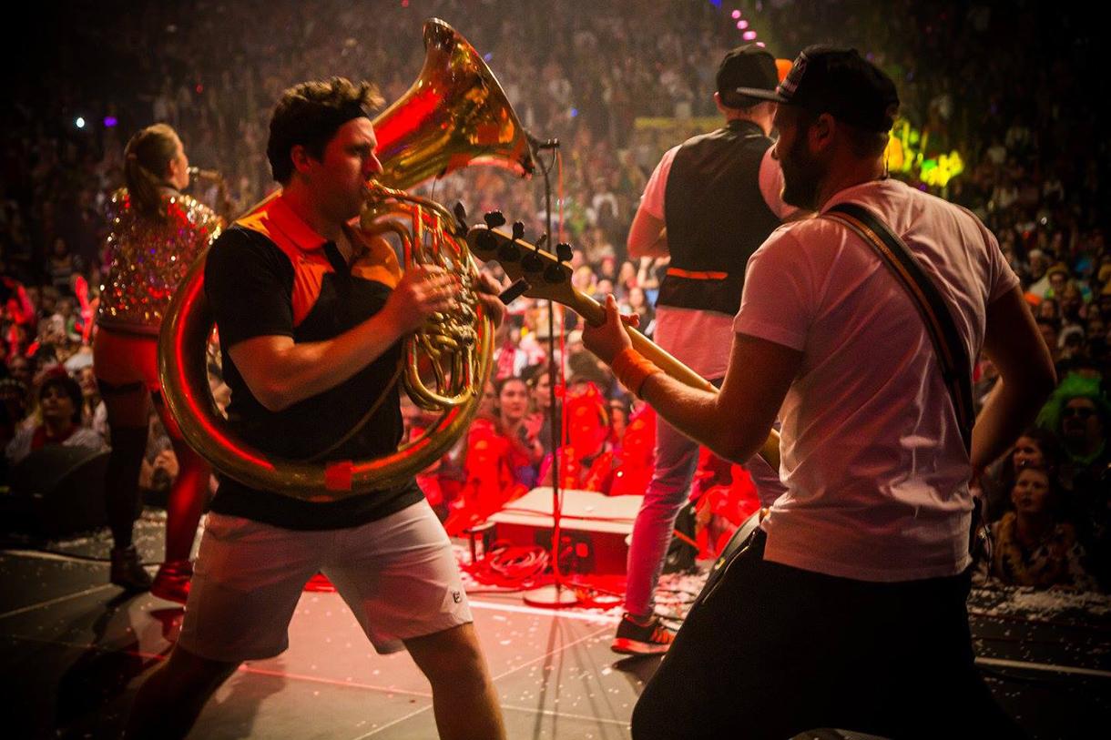 Musik & Action auf der Bühne
